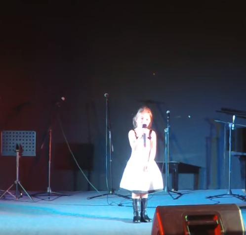 Student Charlotte singing
